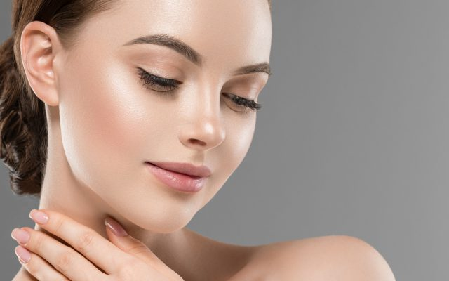 Kosmetik-Model mit einem samtweichen Make-up